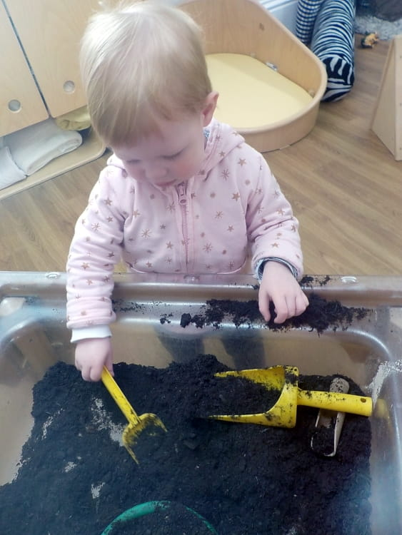 Hampton Wick nursery children explore properties of mud