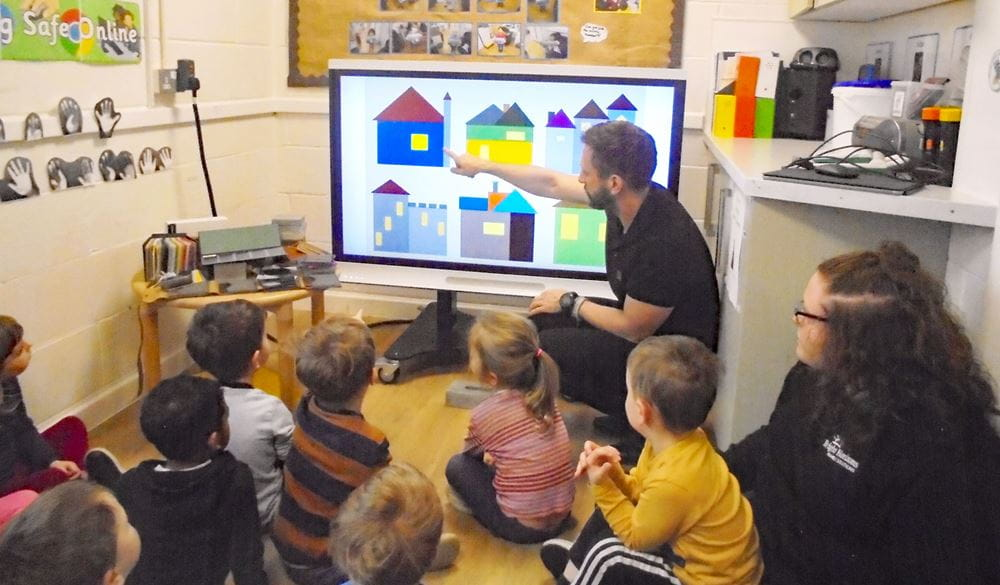 Highams Park children learn about building designs