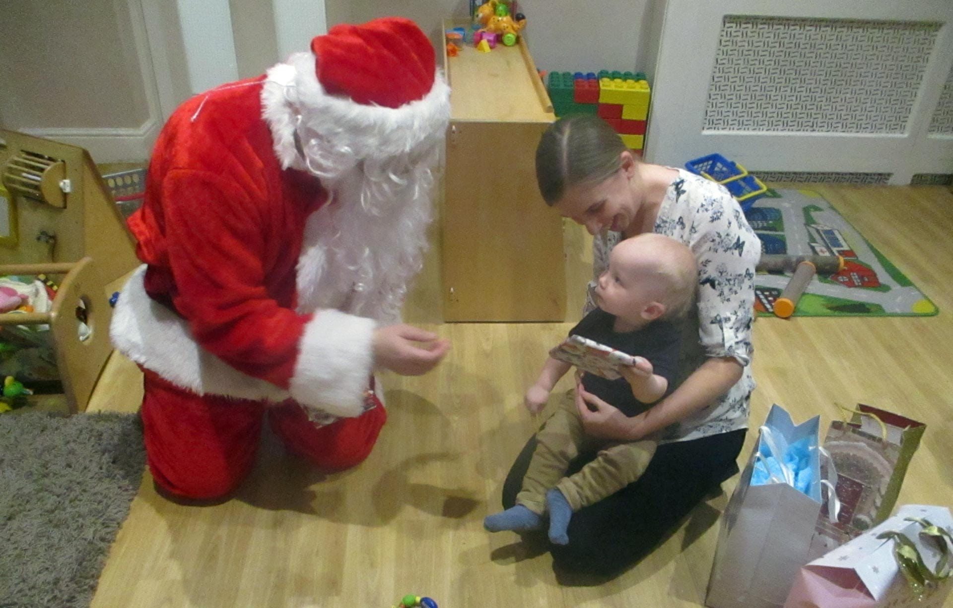 Basingstoke children embrace visit from Santa