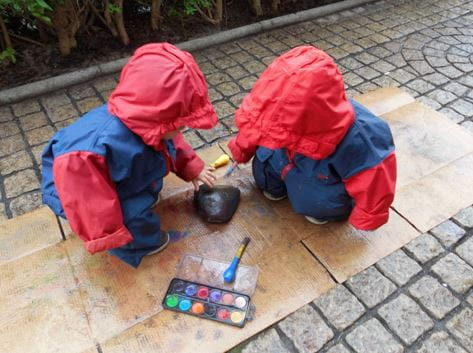Bruntsfield Day Nursery and Preschool explore painting in the rain