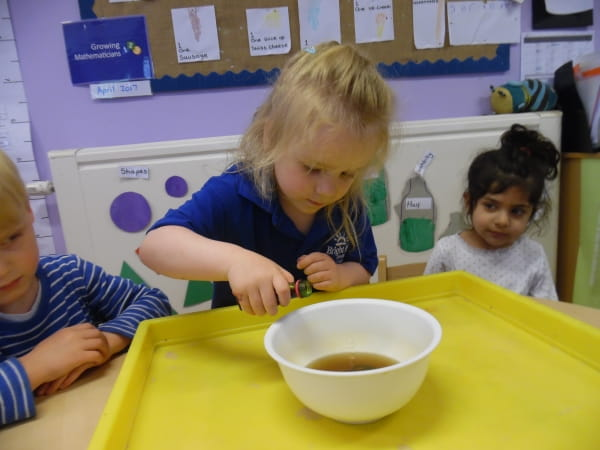 Englefield Green Day Nursery and Preschool explore the effects of vinegar on their coins