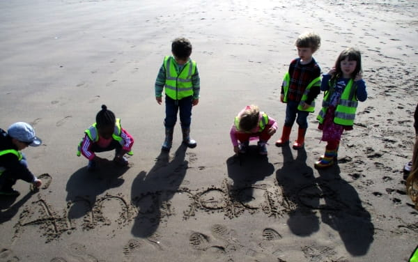 Edinburgh nursery children enjoy visit to the seaside