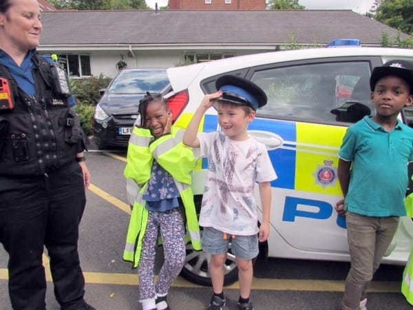 Dartford children excited by police visit