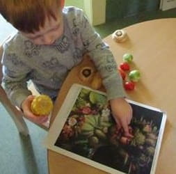 Aberdeen nursery children use fruit and veg for art