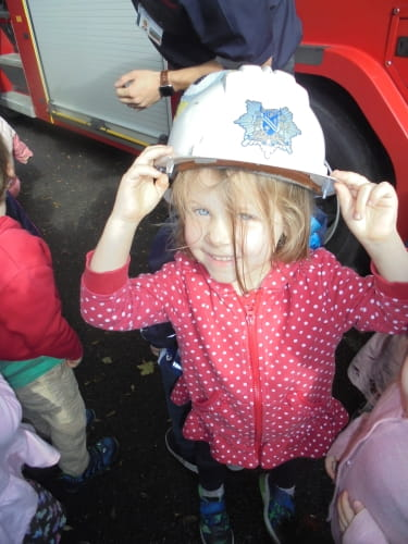 Oxford nursery children embrace visit from local fire service