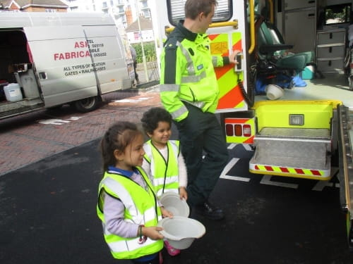 Paramedics visit children at Woking Day Nursery and Preschool